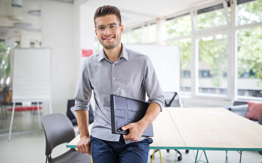 Young guy with laptop-web